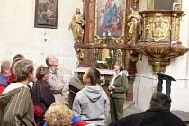 Interiér velišského kostela sv. Václava.