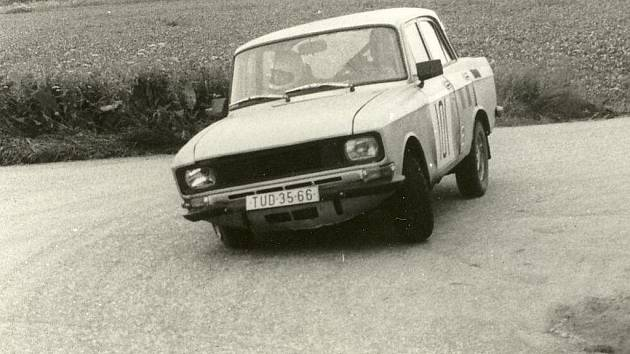 Soutěžní vozy Železné rally.