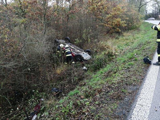 Zřejmě smyk na mokré vozovce stál za nehodou uMiletína.
