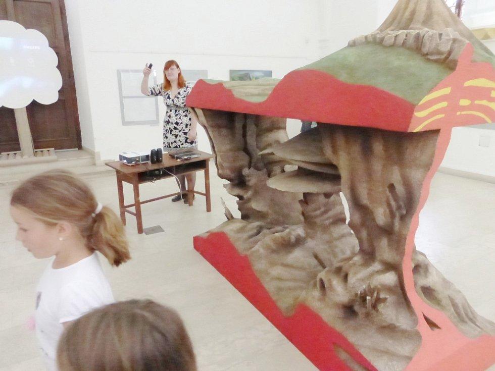 Z vernisáže výstavy o vrchu Zebín.