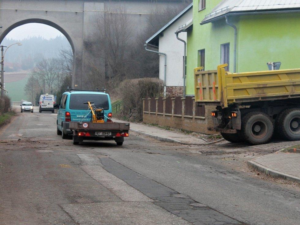 SOKOLSKÁ  ULICE  bude od pondělí v úseku před křižovatkou s ulicí Letná uzavřena. Řidiči musí počítat s objížďkou.