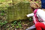JIČÍNSKÝ patří mezi malebné židovské hřbitovy, které jsou pravidelně udržované. Konají se zde i společné prohlídky.