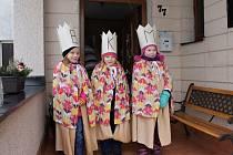 Trojice malých královen zavítala do úbislavických domácností v sobotu. Všem zanotovala koledu a popřála štěstí a zdraví v novém roce. Lidé tu nešetřili finančními dary