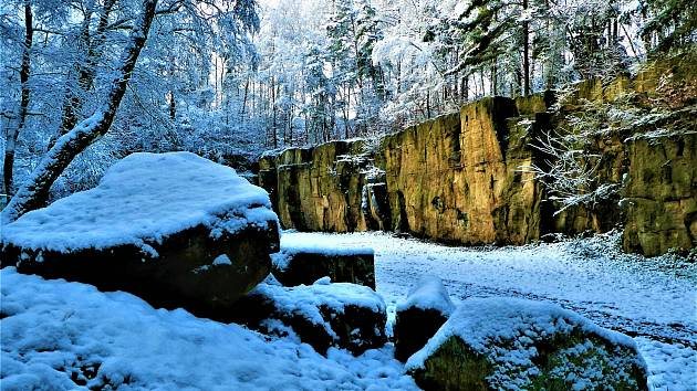 Sníh dodává zimě tu pravou atmosféru. Bílá nadýchaná sněhová peřina přikryla v těchto dnech také Hořice. Procházka městem a jeho okolím je i přes chladné počasí balzámem na duši.