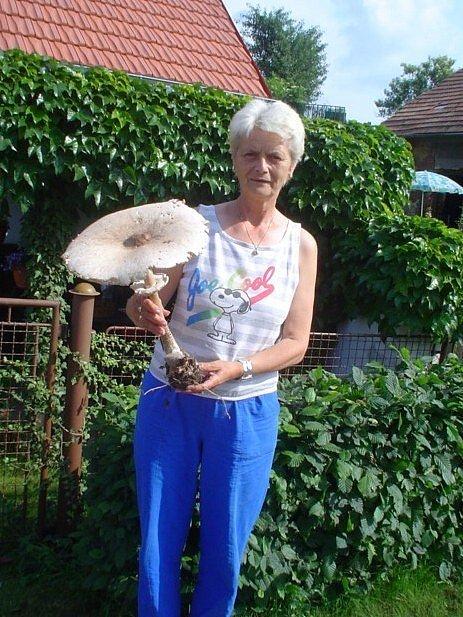 Alena Hanzálková s velkou bedlou.