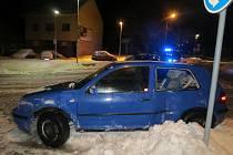 Nehoda golfu v jičínské ulici Na Tobolce.