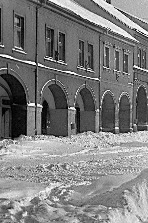 Jičíndké náměstí v zimě roku 1968.