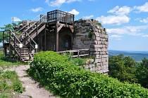 Nadšenci na hradě Kumburk vybudovali novou vyhlídkovou plošinu
