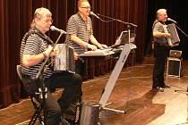 Veselá trojka na jednom z koncertů ve Valdicích.