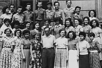 Třída maturantů 4.ročníku PgŠ v HK před maturitou v roce 1959.