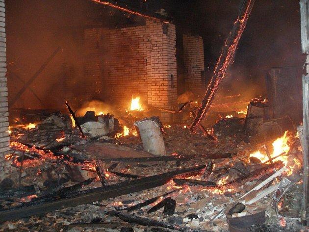 Požár stodoly v chlumecké Kozelkově ulici.