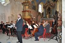 Koncert Hořického komorního orchestru v chodovickém kostele.