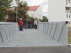 Z otevření nové části cyklostezky z Ruské ulice včetně mostu.