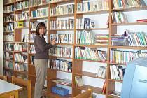 Knihovna v Lužanech.