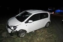 Vozidlo se přetočilo přes střechu. Na vině je zřejmě nepřiměřená rychlost