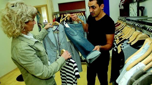 V Jičíně byla zavedena nová prodejna pánských obleků.