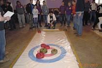 Turnaj v curlingu v Újezdu pod Troskami.