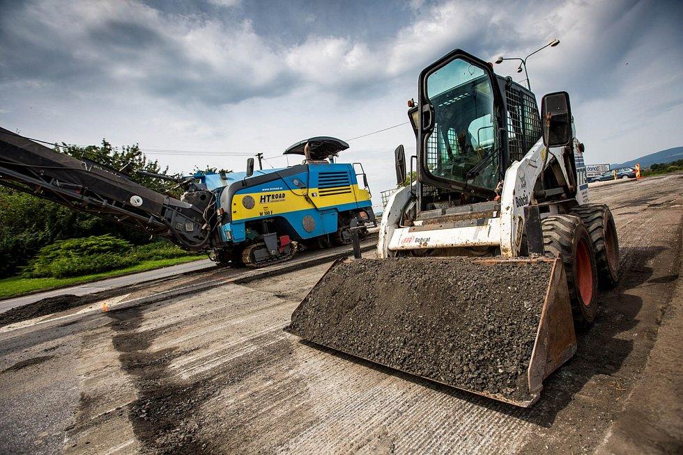 Oprava úlibické křižovatky silnic I/16 a I/35 komplikuje dopravu na Jičínsku.