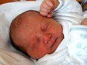 Adam Jaroslav Hořejšek se usmívá na svět od 26. března, kdy se narodil s mírou 48 cm a váhou 3,39 kg. Štěstím září rodiče Andrea a Jaroslav Hořejškovi. Společně budou bydlet ve Střevači.