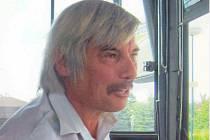 Poctivý řidič autobusu pan Breuer - odevzdal nalezený fotoaparát.