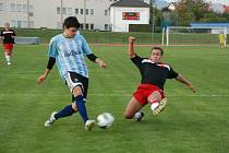 TOMÁŠ HAKEN (vlevo) dřel, nabízel se do šancí, měl i jakési pološance, ale gól mu nebyl tentokrát souzen.
