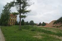 Prostor po zbourání kasáren.