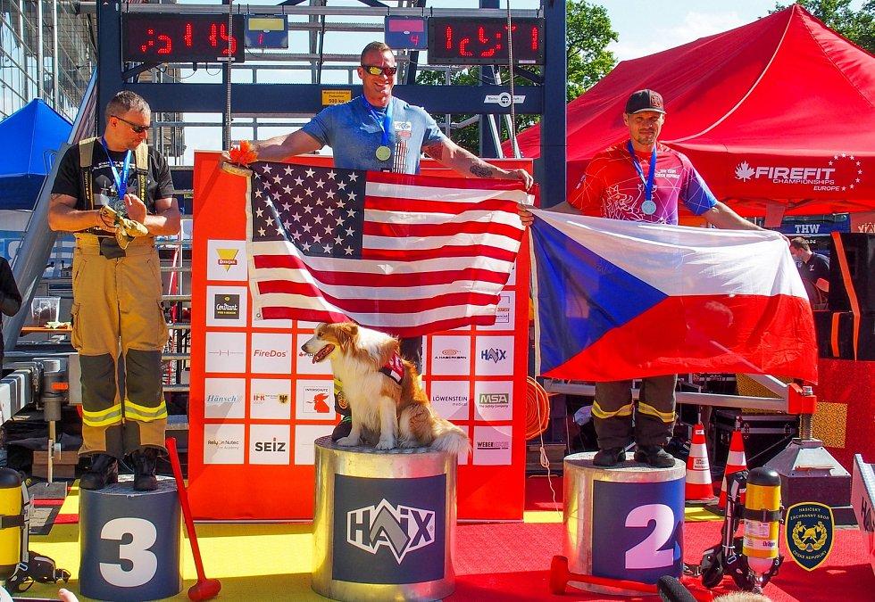 Tomáš Višňar v soutěži jednotlivců vybojoval stříbro v kategorii čtyřicátníků. Předběhl jej pouze závodník z USA, Višňar si tedy domů veze i titul evropského šampiona.