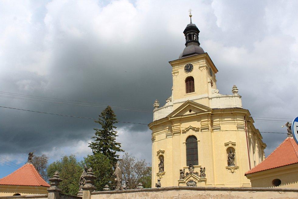 Vesnička Veliš leží asi sedm km od Jičína.