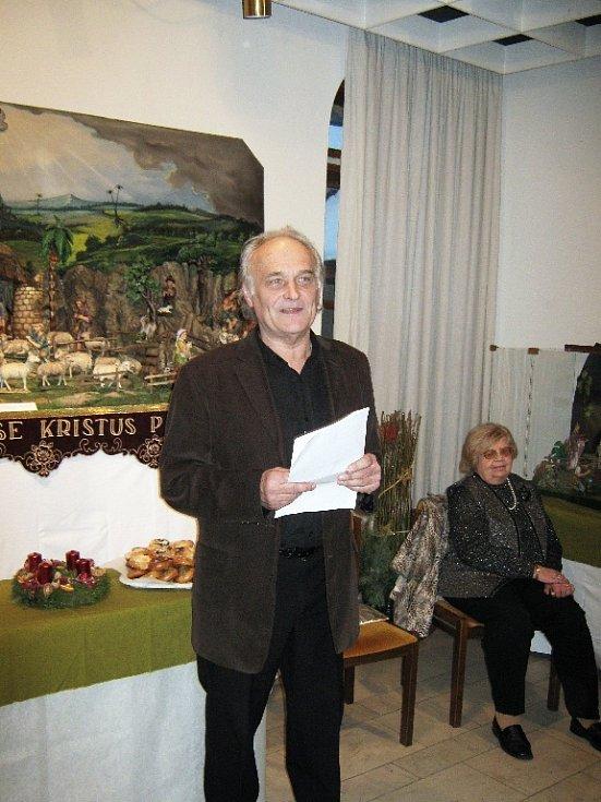 Výstavu zahájil Jiří Čejka.