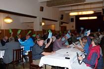 DELEGÁTI VALNÉ HROMADY Krajské organizace ČSTV věnovali pozornost všem projednávaným otázkám.