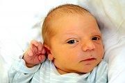 TOMÁŠ LOUMA dělá svým rodičům Věře Loumové a Tomáši Pecinovi radost od 3. srpna, kdy se narodil s porodní mírou 49 cm a váhou 3,30 kg. Doma v Mnichově Hradišti se na Tomáška těší dvanáctiletá Nátálka.