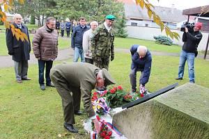 Pietní akt u příležitosti Dne válečných veteránů začal na jičínském hřbitově symbolicky v 11 hodin a 11 minut.