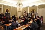Přiblížit žákům a studentům dobu nedávno minulou interaktivní formou. To byl cíl programu Školní třída v jičínském muzeu.