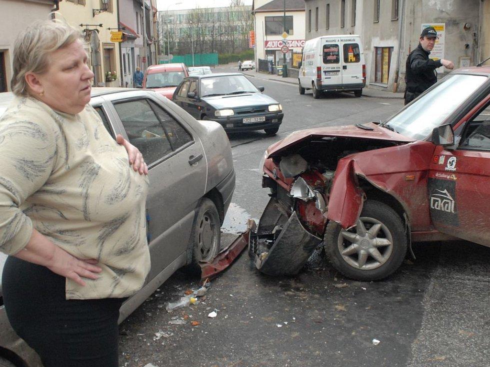 Nehoda na křižovatce ulic Zahradní a Jiráskova.