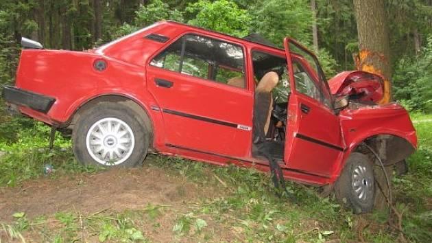 Nezkušenost a rychlá jízda byly příčinou dopravní  nehody na Prachově.