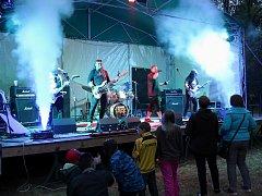Z koncertu skupiny Vaťák.
