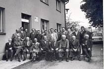 Setkání s důchodci a zaměstnanci VČE Nová Paka v roce 1975.