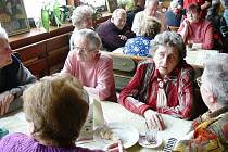 Z výroční schůze Svazu tělesně postižených Jičín v restauraci Řáholec.