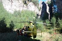 VPrachovských skalách se zřítil horolezec.