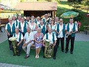 Z koncertu Kuželovy dechové hudby na Samšině.