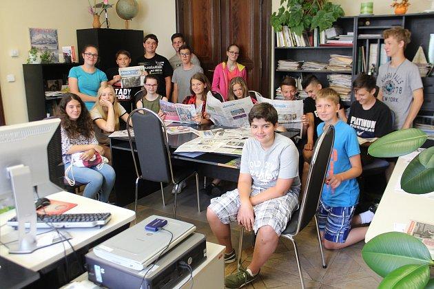 Školáci na návštěvě v redakci.