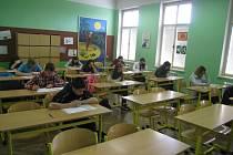 PŘIJÍMACÍ ZKOUŠKY se uskutečnily včera a pokračují  ještě dnes. Budoucí studenti si mohli vybrat den. Toto opatření bylo zřízeno proto, aby uchazeči mohli podstoupit zkoušky  na více školách.