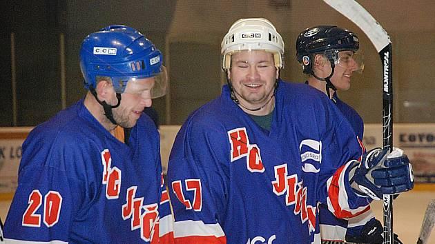 RADOST ze vstřelených branek. Na snímku jičínští hráči, zleva Lukáš Kollman, Tomáš Kaulfus a Tomáš Buchar.
