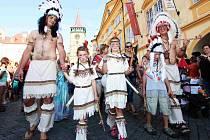 Zahájení pohádkového festivalu průvodem městem.