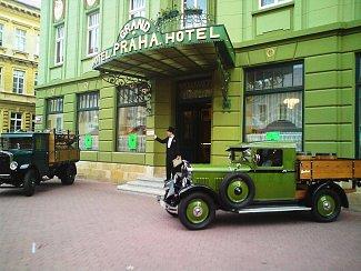Slavnostní otevření pivnice hotelu Praha.