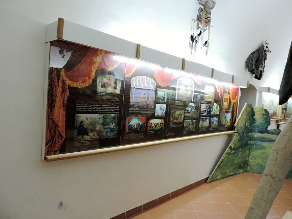 Z exkurze v Muzeu českého amatérského divadla v Miletíně.