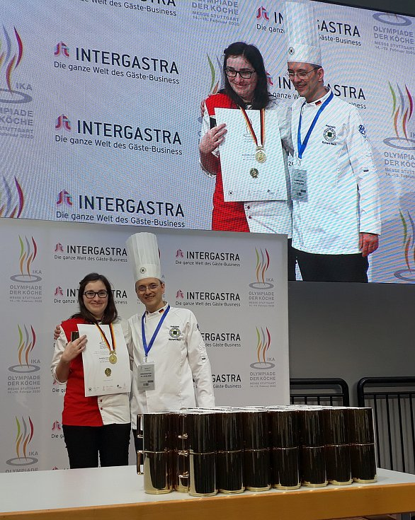Tři zlaté medaile přivezly novopacké cukrářky ze světové olympiády v německém Stuttgartu. Opět tak úspěšně prezentovaly Střední školu gastronomie a služeb Nová Paka.