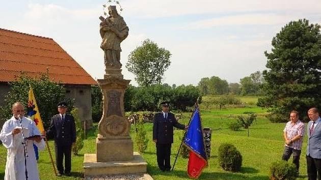 Svěcení pomníku v Tuři.