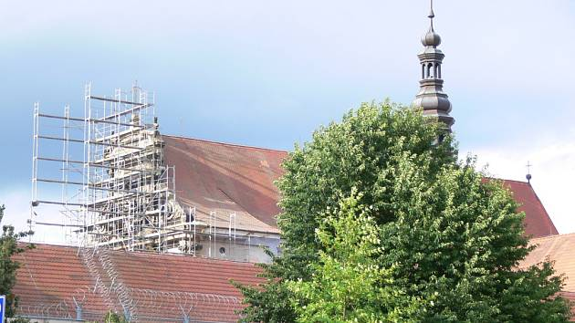 Oprava valdického kláštera s kostelem.