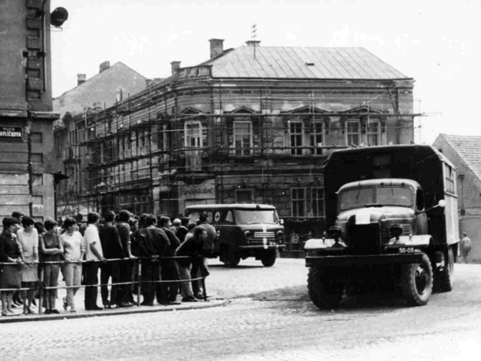 Rusové v Jičíně 1968: na Husovce u Astry.
